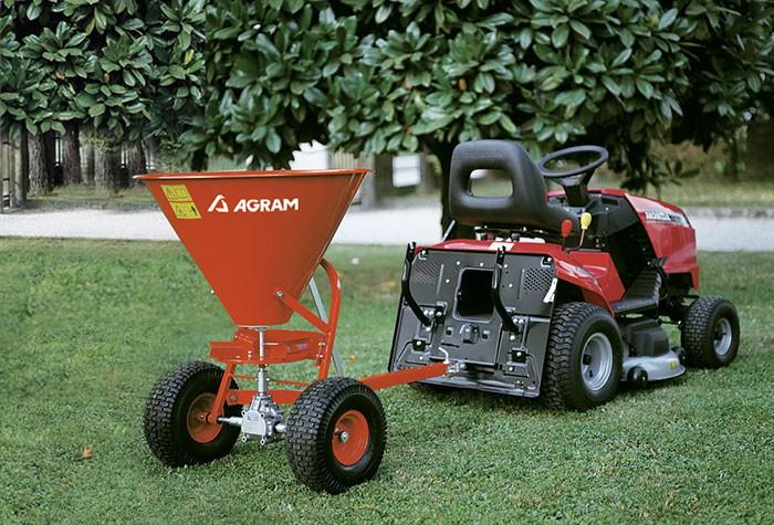 epandeur d 39 engrais et de sel pour micro tracteur et tracteur tondeuse. Black Bedroom Furniture Sets. Home Design Ideas